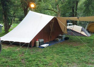 Camping Le Gave d'Aspe le camping vous acueille sur 80 emplacements délimités, ombrages et plats ainsi que deux bungalows et deux mini-chalets. Le camping est ouvert du 1 mai au 30 septembre.
